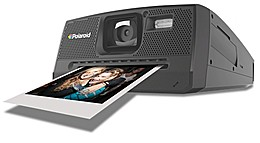 Назад в 80-е: Polaroid возродился с новой мгновенной фотокамерой
