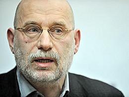 Борис Акунин признался, что сочинял за двух известных писателей