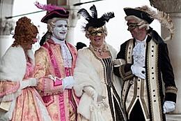 Венецианский карнавал в шубах