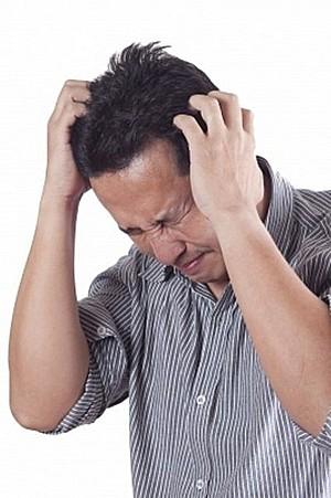 Стресс заставляет мужчин быть общительнее