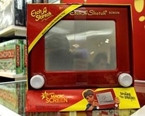 """В Париже скончался изобретатель игрушки """"Волшебный экран"""""""