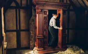 Нарния существует: подростки обнаружили тайное подземелье за шкафом