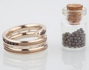Специальное обручальное кольцо считает годы в браке