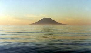 Вулканический остров в Японии вырос в 70 раз за четыре месяца