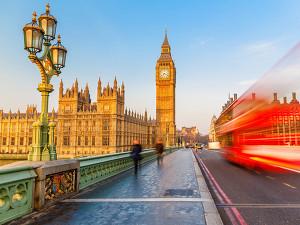 Красные лондонские телефонные будки станут зелеными