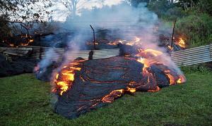 Лава продолжает наступать на гавайский Пахоа